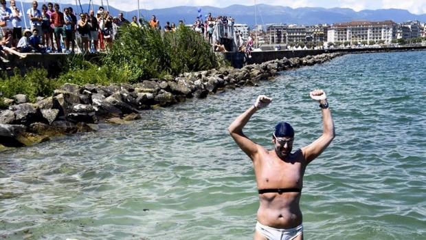 Jaime Caballero, después de completar su récord en el lago Leman el pasado año