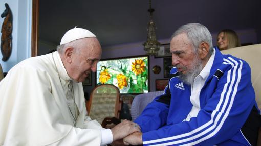 El Papa Francisco con Fidel Castro en 2015