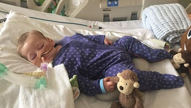 Charlie Gard, el pequeño de 11 meses en estado vegetativo conectado a una máquina respiratoria en el hospital Great Ormond Street
