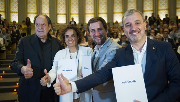 La ministra de Sanidad, Dolors Montserrat, apoyando la candidatura de Barcelona
