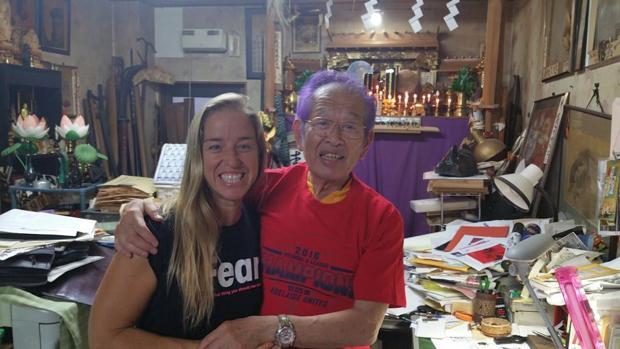 Eva Sandoval con el último ninja vivo, Hatsumi Sensei