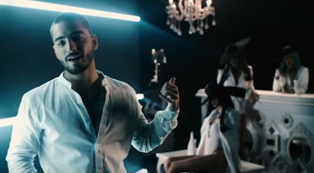El cantante colombiano Maluma en el vídeo de la canción «Cuatro Babys»