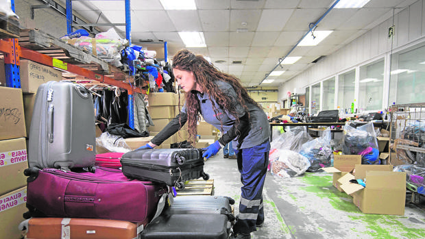 Marta, una de las trabajadoras en el centro de reciclaje solidario
