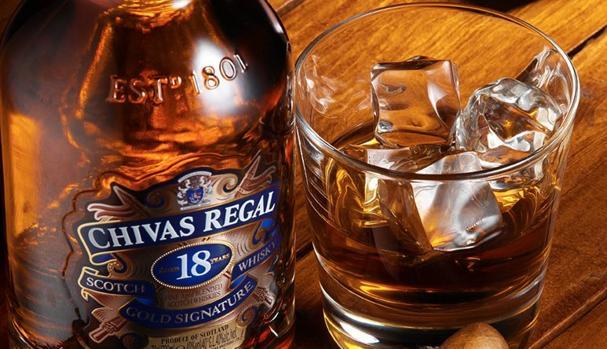 La ciencia te explica por qué debes ponerle agua al whisky para que sepa mejor
