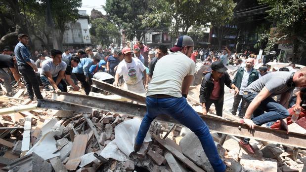 Fuerte y destructivo terremoto sacude México Terremoto-mexico-danos-U10107421996L3F--620x349@abc