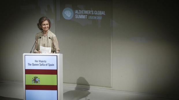 La Reina Sofía de España durante su intervención en la sesión inaugural de la Cumbre Internacional sobre el Alzheimer que se celebra esta semana en Lisboa
