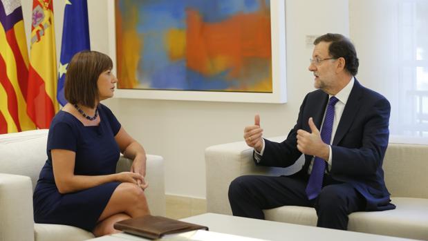 Francina Armengol, en una imagen de archivo junto a Mariano Rajoy
