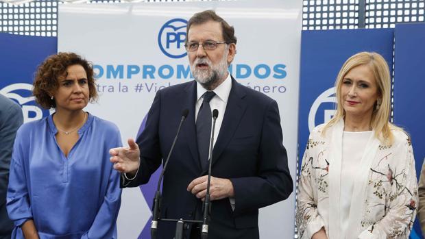 La ministra de Sanidad, Dolors Montserrat; el presidente del Gobierno, Mariano Rajoy, y la Presidenta de la Comunidad de Madrid, Cristina Cifuentes, presentando el acuerdo