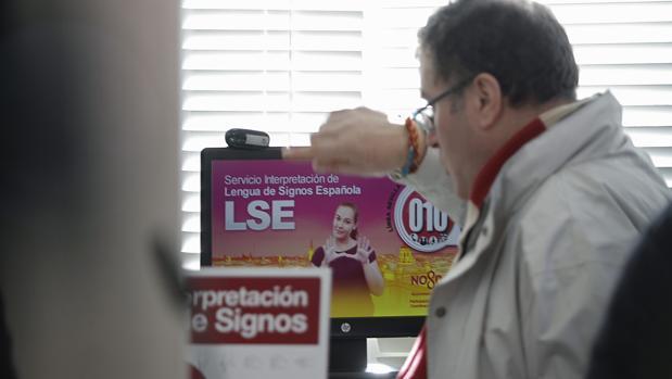 Servicio de informacion con interpretacion presencial en lengua de signos, para personas con discapacidad auditiva