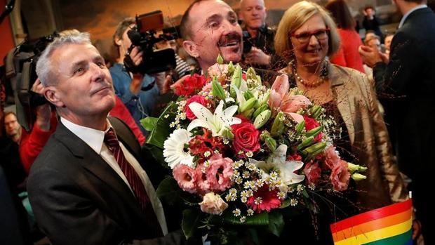 Las primeras bodas homosexuales se han celebrado hoy domingo en Berlín (como la de la imagen), Hannover y Hamburgo