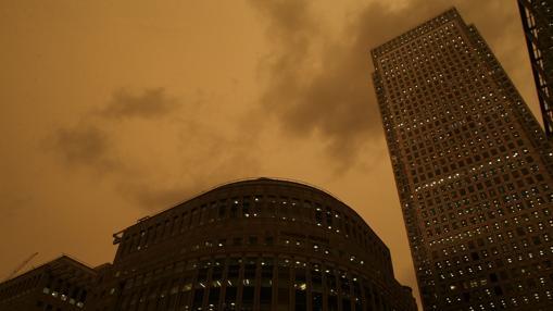 Una nube de polvo y humo ha oscurecido el cielo de Londres