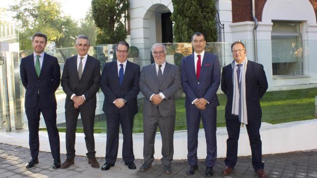 Dos directores de Tráfico, Gregorio Serrano y Pere Navarro, presentes hoy en el encuentro con representantes de Anesdor y Pons Seguridad Vial en Madrid