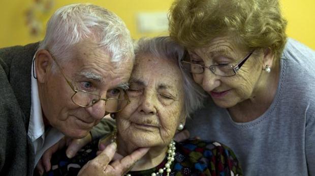 La anciana pontanesa, en el centro, en ua fotografía de 2010