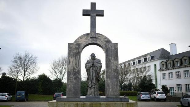 La estatua de Juan Pablo II en la localidad francesa de Ploërmel