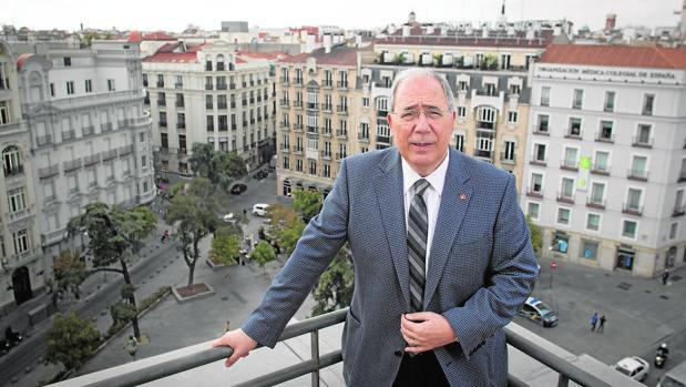 El nuevo presidente de los rectores, Roberto Fernández