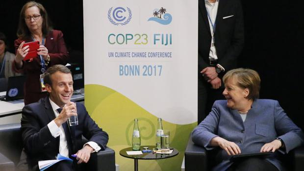 Macron y Merkel, ayer en la reunión sobre el cambio climático en Bonn