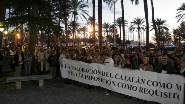 Manifestación de personal sanitario celebrada en Palma de Mallorca, en 2008, contra del catalán como requisito para trabajar en Baleares