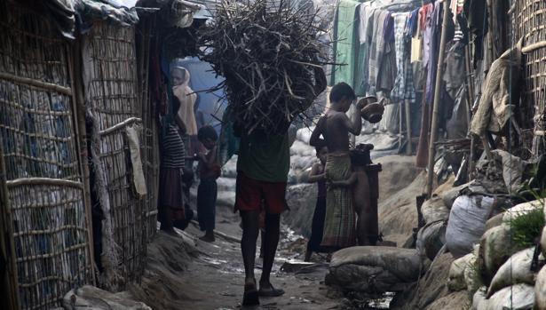 CAMPO DE REFUGIADOS ROHINGYAS EN BANGLADÉS. 19/11/2017. A los 400.000 refugiados que ya había en Bangladés se han sumado las 600.000 que han huido desde finales de agosto, hacinados en campos como el de Kutupalong.