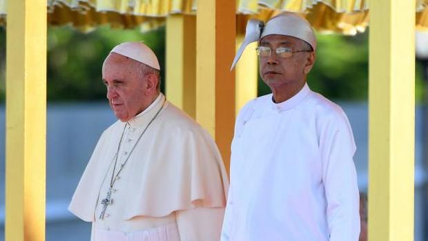 Hemeroteca: El Papa llega al palacio presidencial de Naipyidó para reunirse con Suu Kyi | Autor del artículo: Finanzas.com
