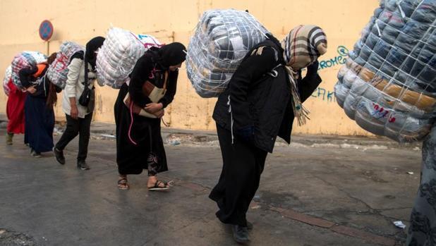Mujeres marroquíes en la frontera de El Tarajal