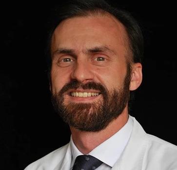 El doctor Carlos Chiclana dice a ABC que cree en las segundas oportunidades y en la reinserción de expresidiarios como Diego Yllanes