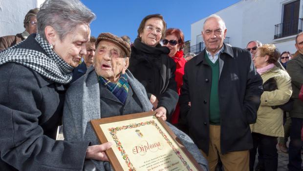 El extremeño Francisco Nuñez Olivera, el hombre más longevo del mundo y el veterano de guerra con mayor edad en España, es nombrado Hijo Predilecto de Bienvenida