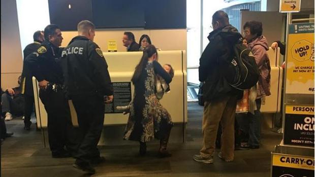 Imagen de la mujer que fue expulsada del avión