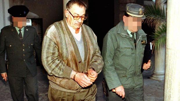 Vídeo: 20 años desde la muerte de Ana Orantes ATLAS | José Parejo Avivar, el asesino de su expareja, Ana Orantes Ruiz. La maniató, golpeó y quemó viva en el patio delantero del hogar que compartían por decisión judicial