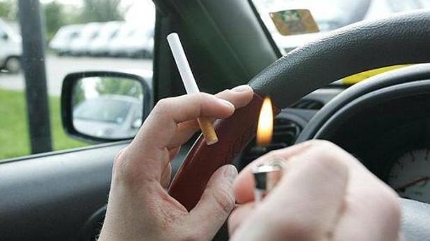 La prohibición de fumar en los coches, la medida antitabaco más fácil de aprobar a corto plazo