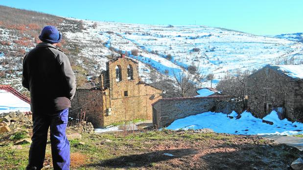 El pueblo de Félix tiene diez casas, cuatro y la iglesia están derruidas