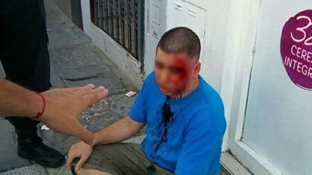 El padre de la niña fotografió al presunto acosador tras agredirle