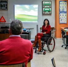 María Paz, en una de las clases de educación vial que imparte en Valladolid