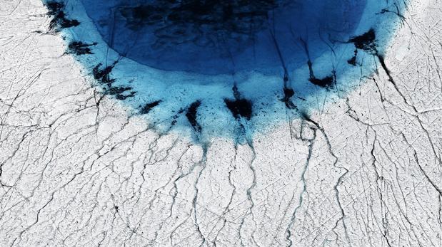 La fusión de la capa de hielo de Groenlandia forma lagos que drenan en verano