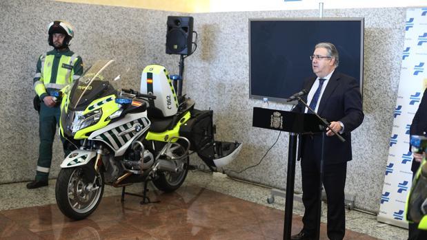 Juan Ignacio Zoido presenta el dispositivo
