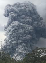 El Kilauea entra en erupción y lanza 'bloques balísticos' de 60 centímetros
