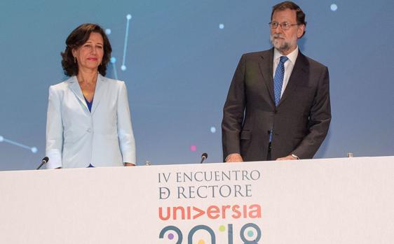 La preidenta del Banco Santander, Ana Botín junto al prsidente del Gobierno, Mariano Rajoy en Salamanca