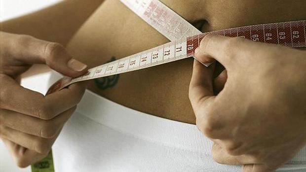 Escayolarse el abdomen, lo último para conseguir un vientre plano