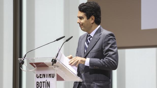 Javier Botín, presidente de la Fundación Botín, durante la presentación del informe en Santander