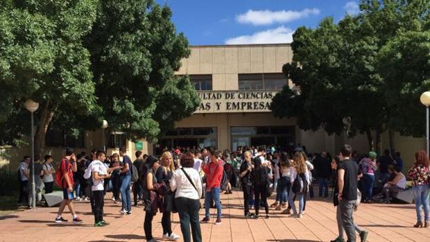 Los estudiantes extremeños repiten las pruebas con resignación, nervios y «cabreo»