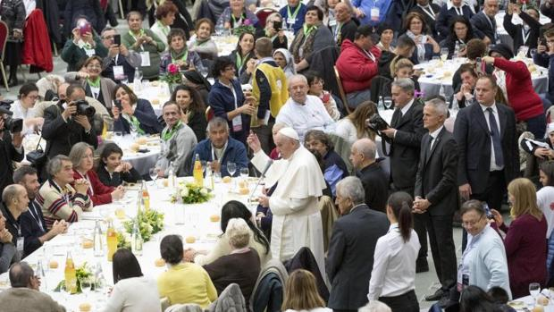 El Papa Francisco en una comida con personas necesitadas, el pasado mes de noviembre
