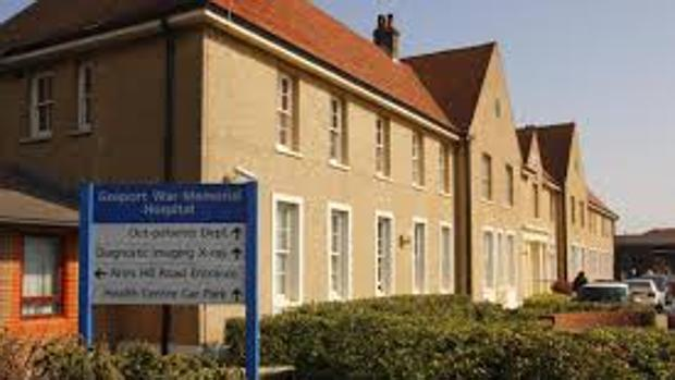 Un hospital británico suministró dosis letales de calmantes a 450 ancianos