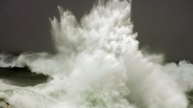 La altura de las olas podría ascender a cuatro metros EFE