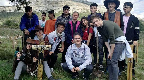 Alumnos del colegio Salesianos Deusto en Sad Hill