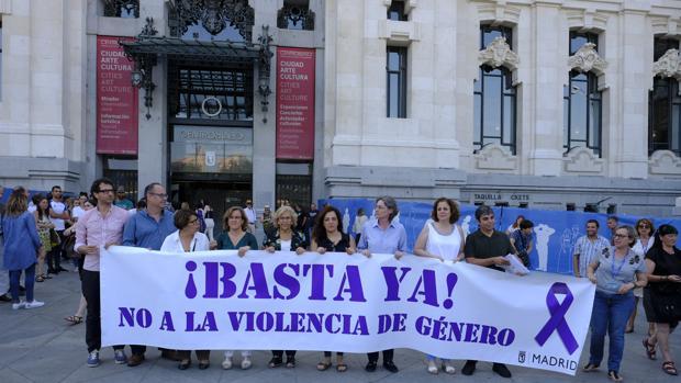 Minuto de silencio por la violencia de género en Madrid