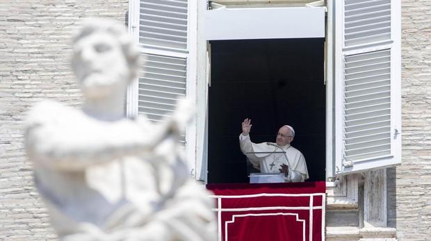 El Papa Francisco durante el rezo del Ángelus