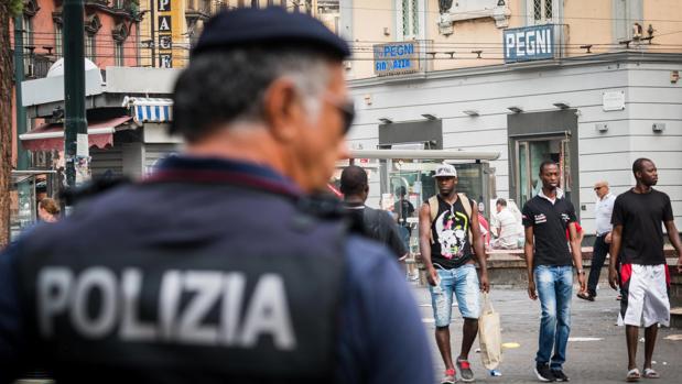Imagen de archivo de un agente de Policía italiano