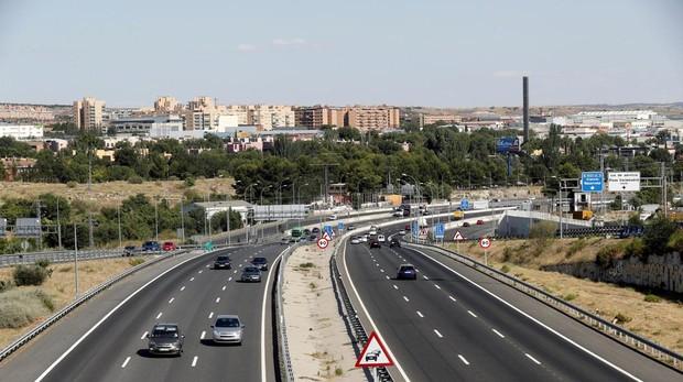 Estado del tráfico en la salida de Madrid por la A-3, carretera de Valencia, en el inicio del puente de agosto