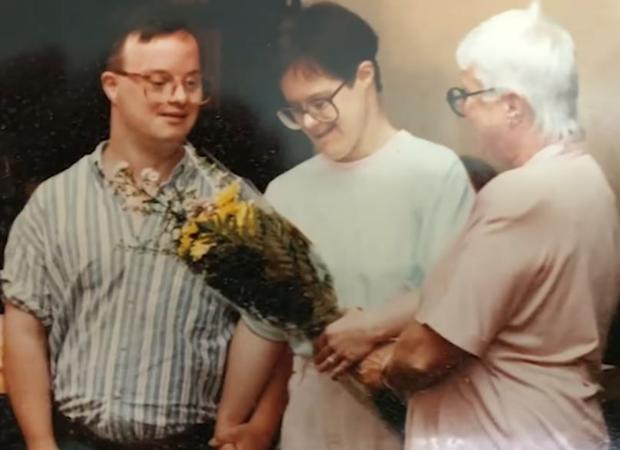 La entrañable historia de amor de Kris y Paul, una pareja con síndrome de Down que cumple 25 años de matrimonio