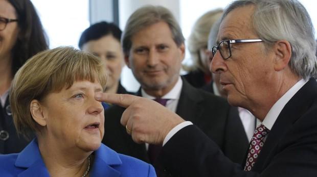 El presidente de la Comisión Europea, Jean-Claude Juncker y la canciller alemana Angela Merkel