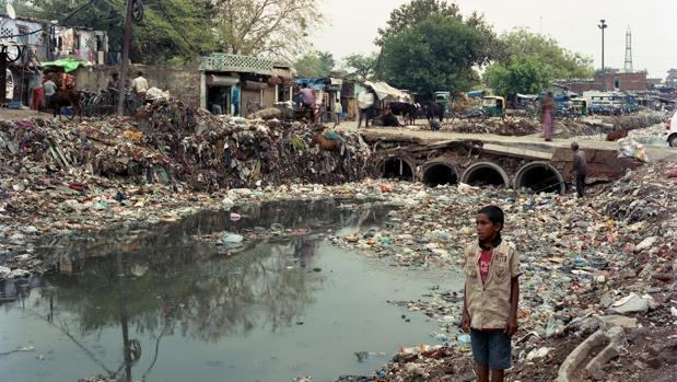 El río Yamuna lleno de basuras